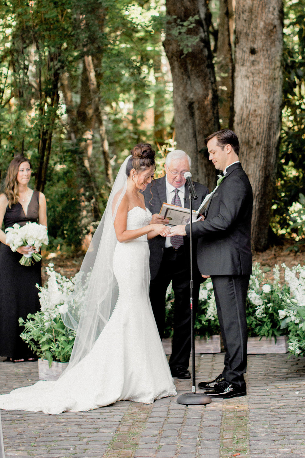136OutliveCreative_Travel_Photographer_Videographer_Lewis&Clark_Oregon_Elegant_BlackTie_Destination_Wedding.jpg