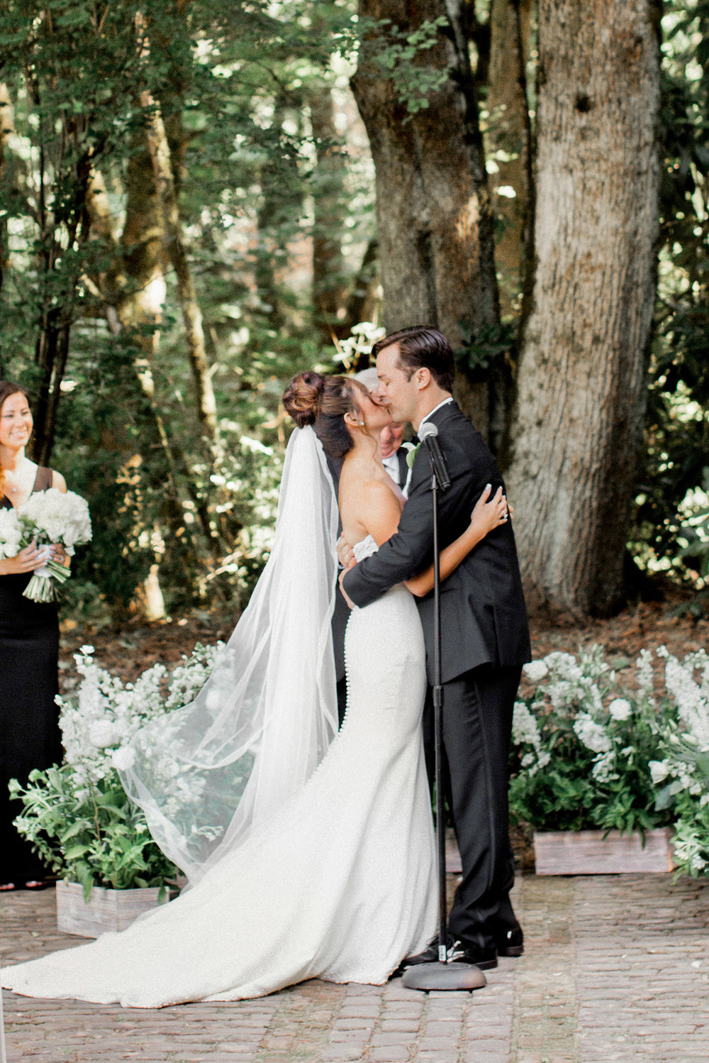 142OutliveCreative_Travel_Photographer_Videographer_Lewis&Clark_Oregon_Elegant_BlackTie_Destination_Wedding.jpg