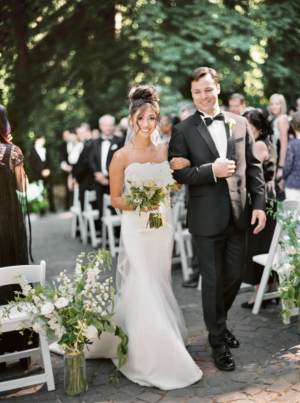 145OutliveCreative_Travel_Photographer_Videographer_Lewis&Clark_Oregon_Elegant_BlackTie_Destination_Wedding.jpg