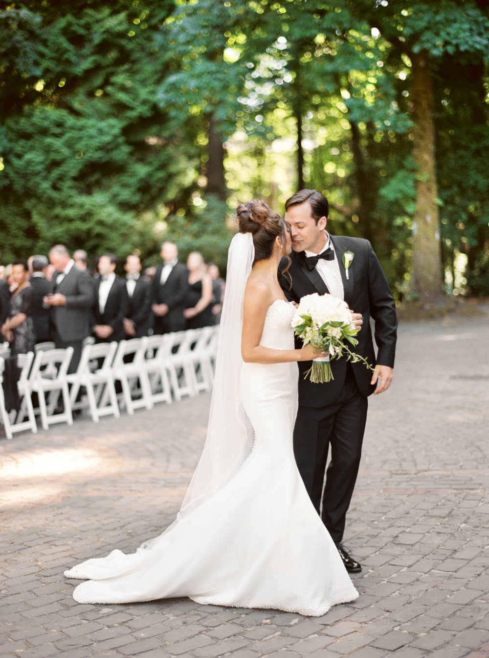 146OutliveCreative_Travel_Photographer_Videographer_Lewis&Clark_Oregon_Elegant_BlackTie_Destination_Wedding.jpg