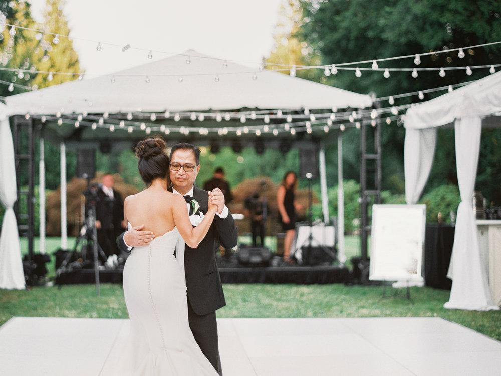 182OutliveCreative_Travel_Photographer_Videographer_Lewis&Clark_Oregon_Elegant_BlackTie_Destination_Wedding.jpg