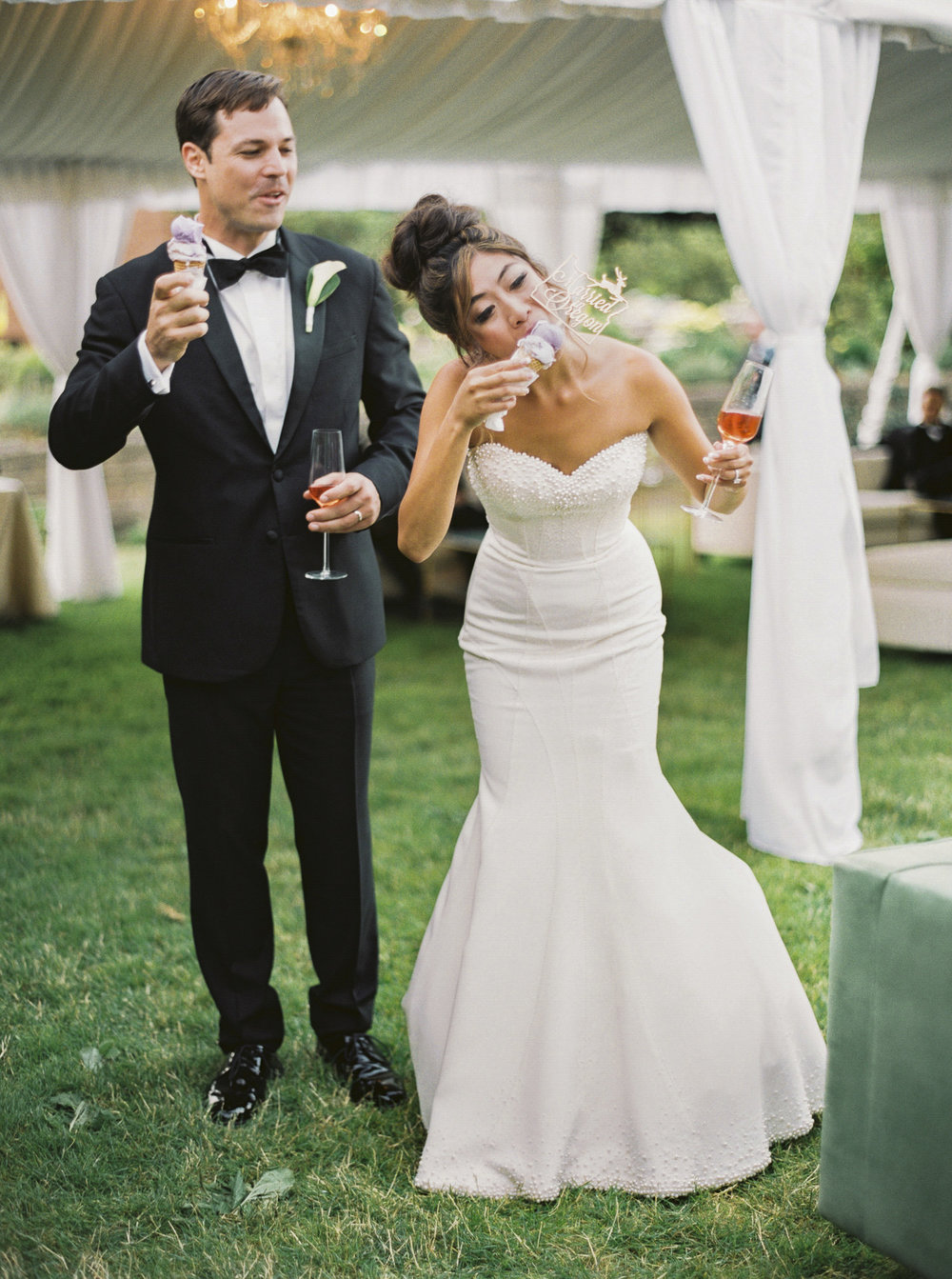 213OutliveCreative_Travel_Photographer_Videographer_Lewis&Clark_Oregon_Elegant_BlackTie_Destination_Wedding.jpg