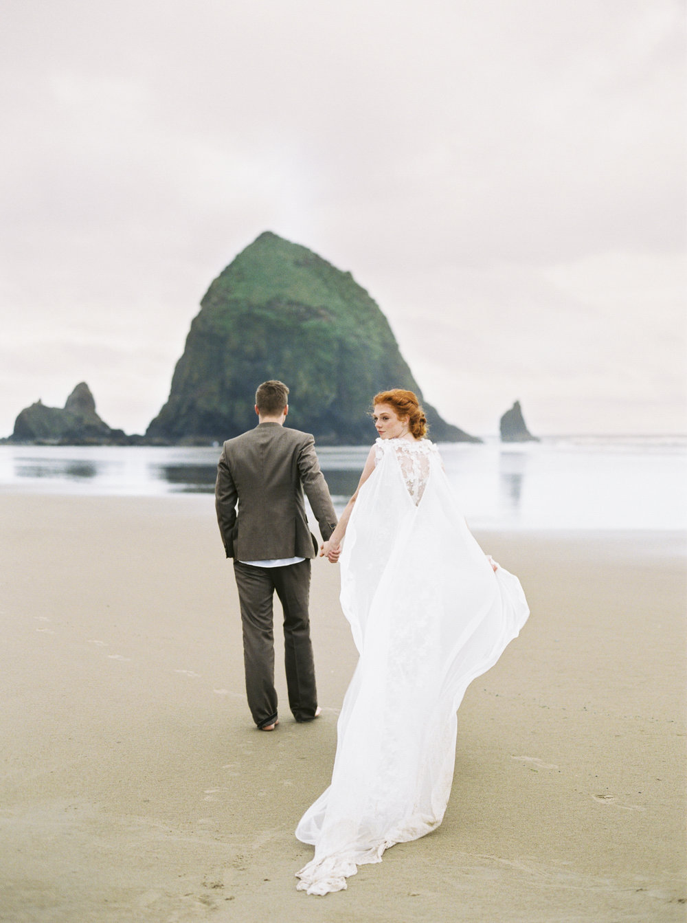 002@outlivecreative_cannon_beach_destination_wedding_photographer_&_videographer.jpg