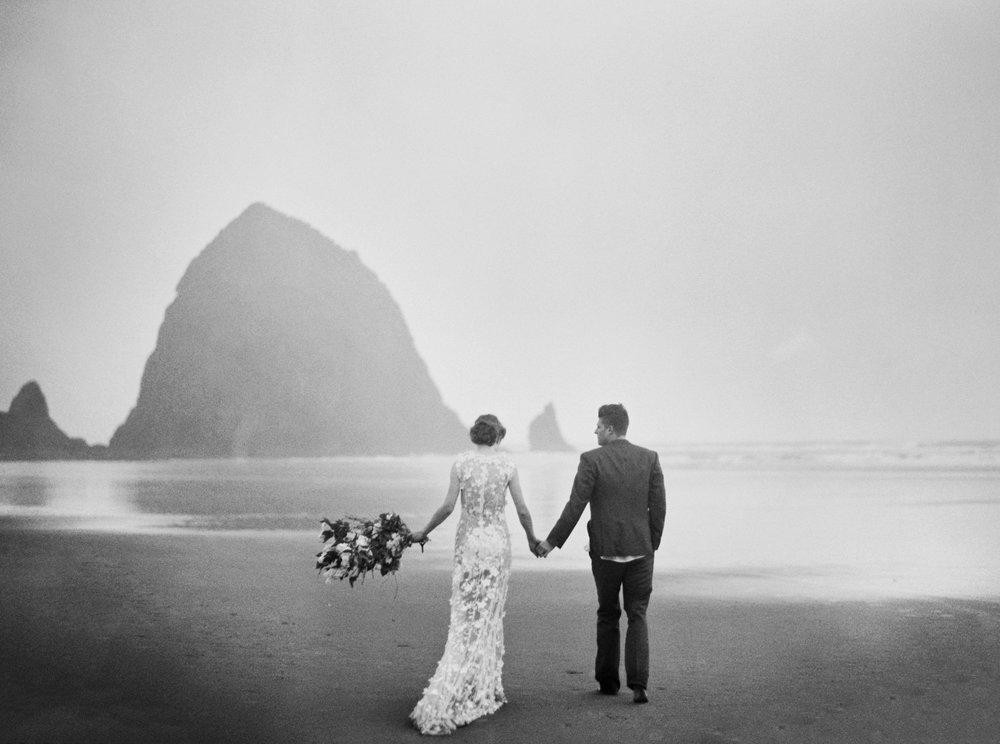 010@outlivecreative_cannon_beach_destination_wedding_photographer_&_videographer.jpg