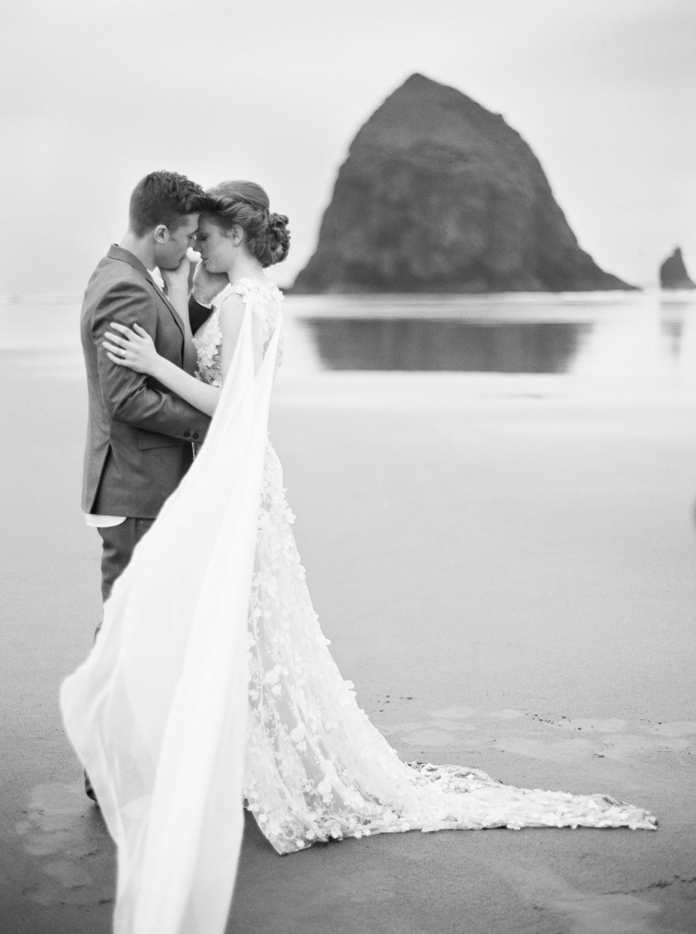012@outlivecreative_cannon_beach_destination_wedding_photographer_&_videographer.jpg