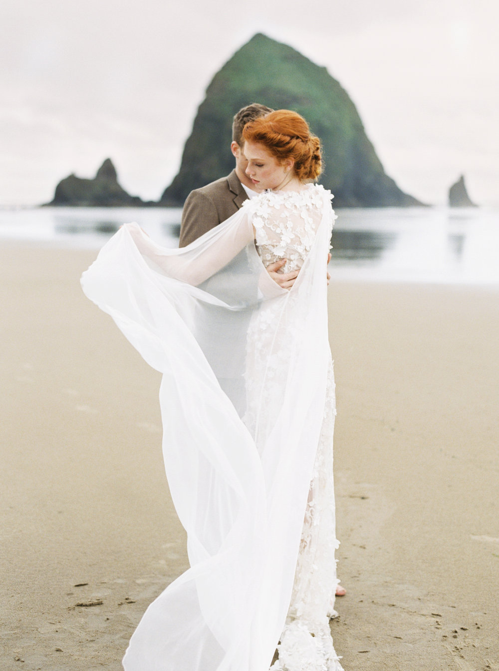 017@outlivecreative_cannon_beach_destination_wedding_photographer_&_videographer.jpg