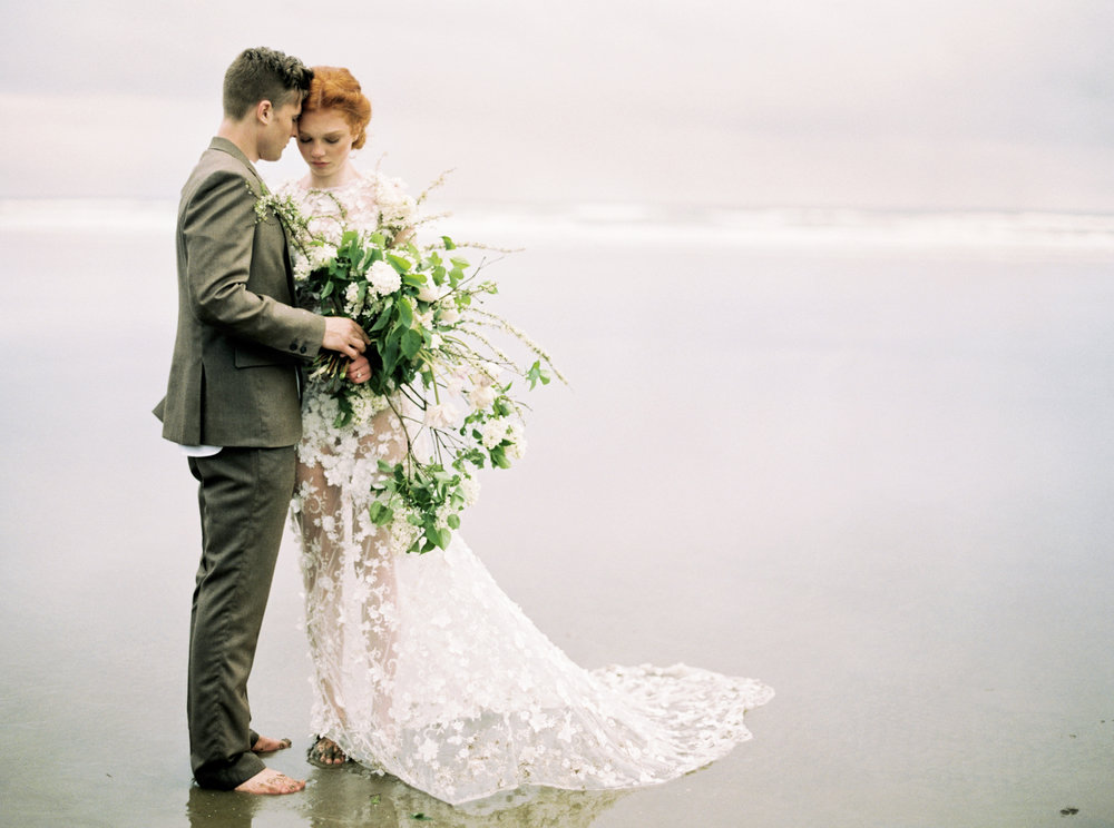 018@outlivecreative_cannon_beach_destination_wedding_photographer_&_videographer.jpg