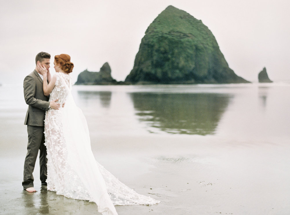 024@outlivecreative_cannon_beach_destination_wedding_photographer_&_videographer.jpg