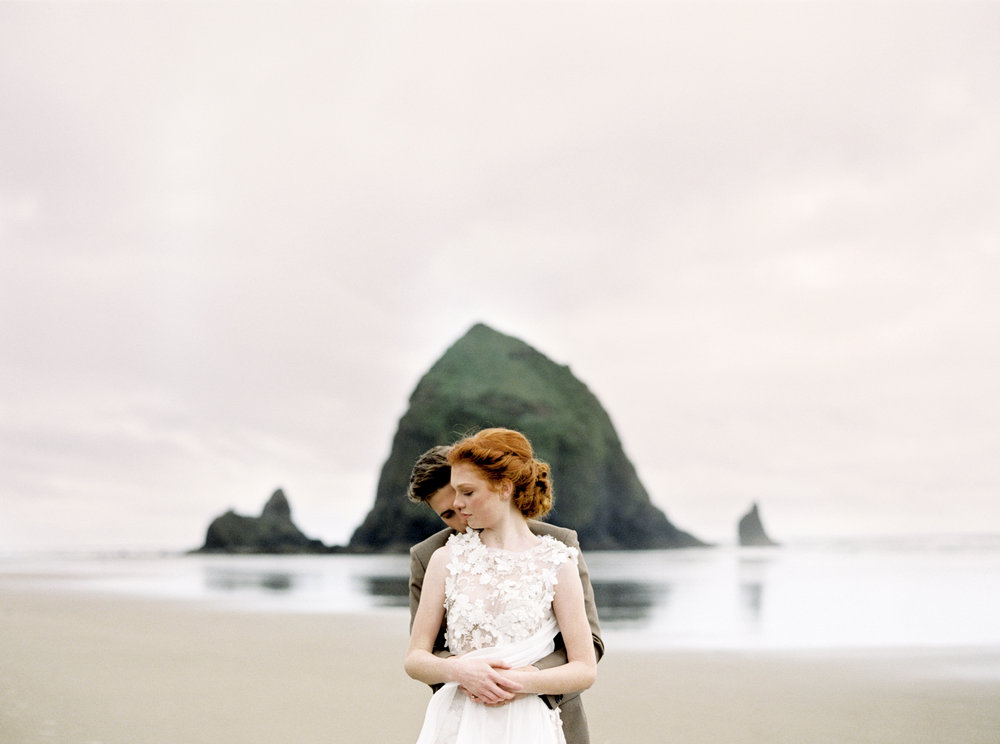 027@outlivecreative_cannon_beach_destination_wedding_photographer_&_videographer.jpg