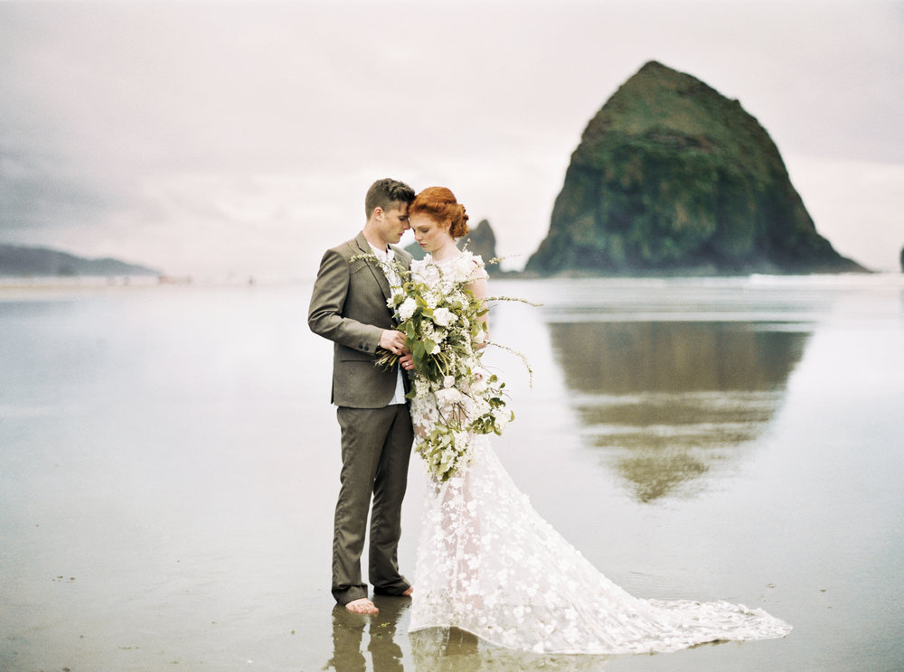 036@outlivecreative_cannon_beach_destination_wedding_photographer_&_videographer.jpg