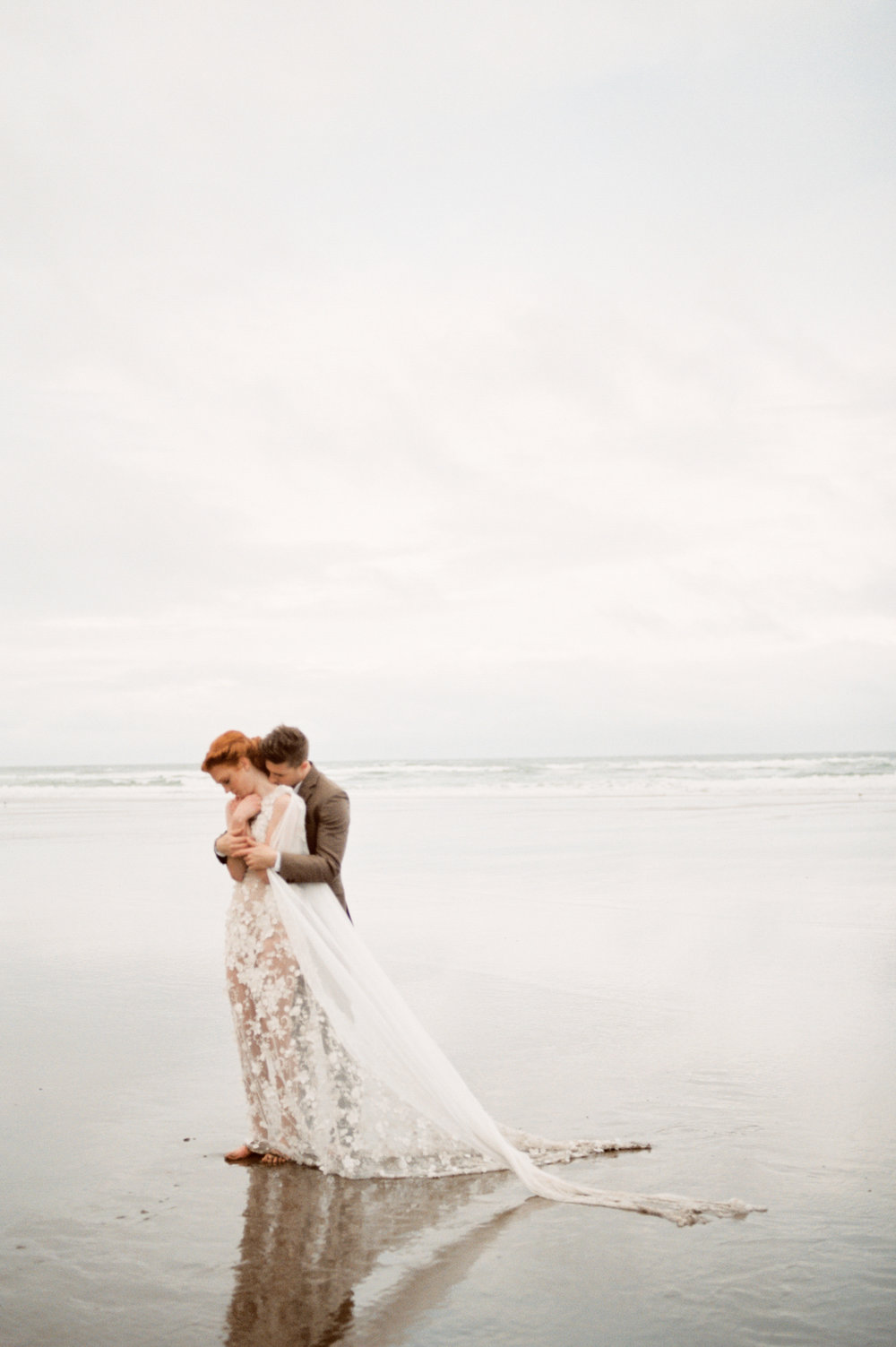 038@outlivecreative_cannon_beach_destination_wedding_photographer_&_videographer.jpg