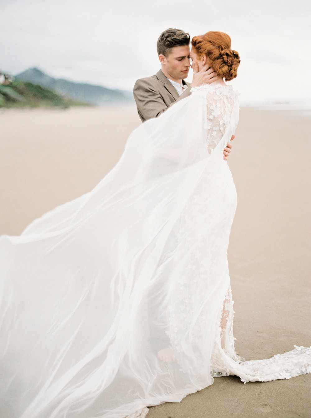041@outlivecreative_cannon_beach_destination_wedding_photographer_&_videographer.jpg