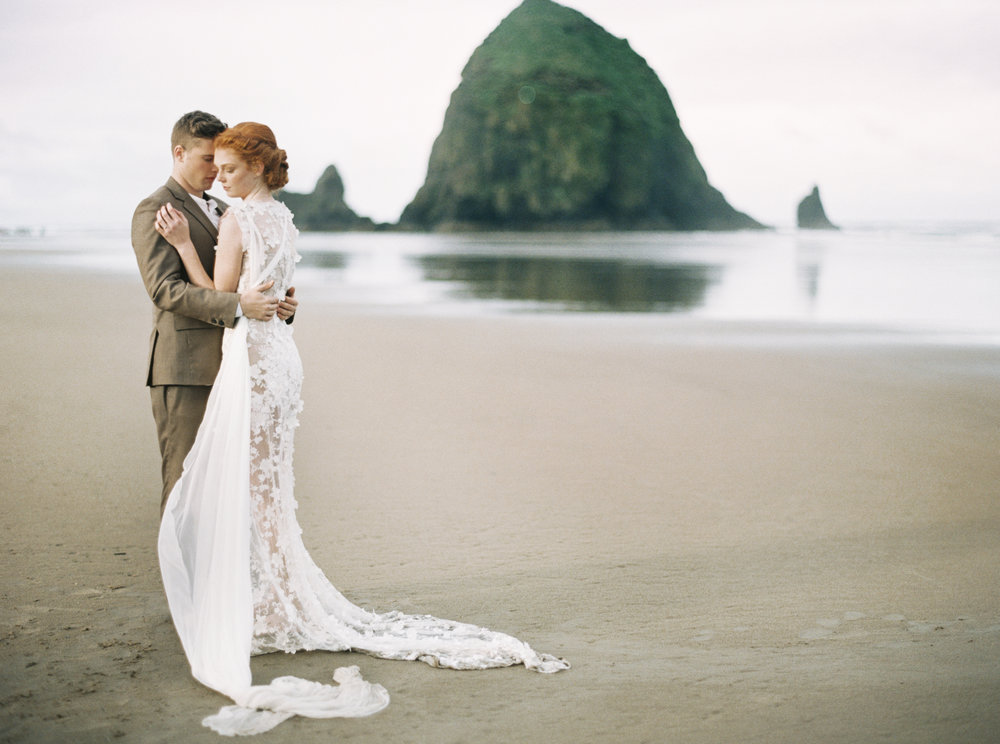 045@outlivecreative_cannon_beach_destination_wedding_photographer_&_videographer.jpg