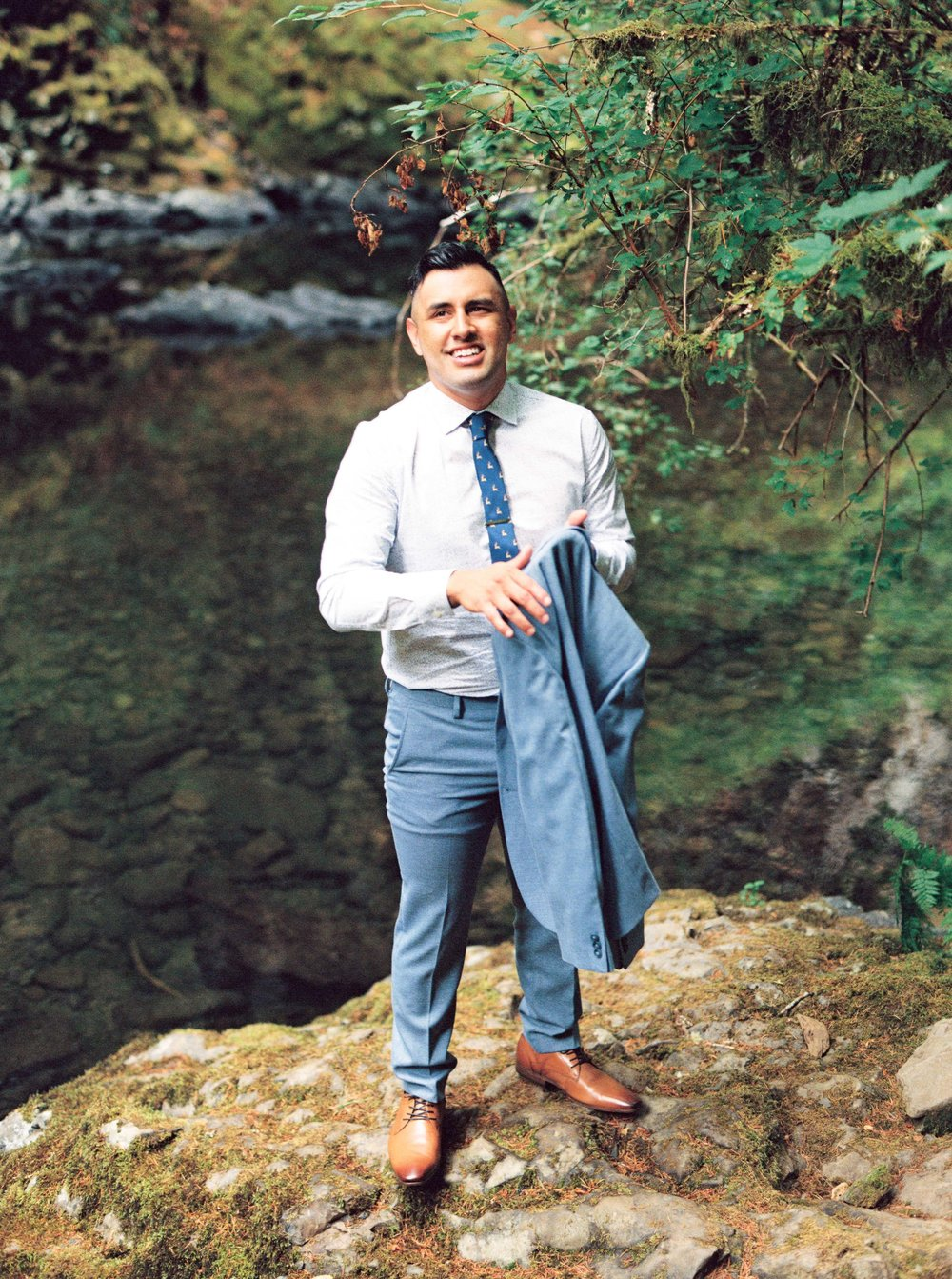 abiqua_falls_elopement_wedding_oregon_photographer_videographer_016.jpg