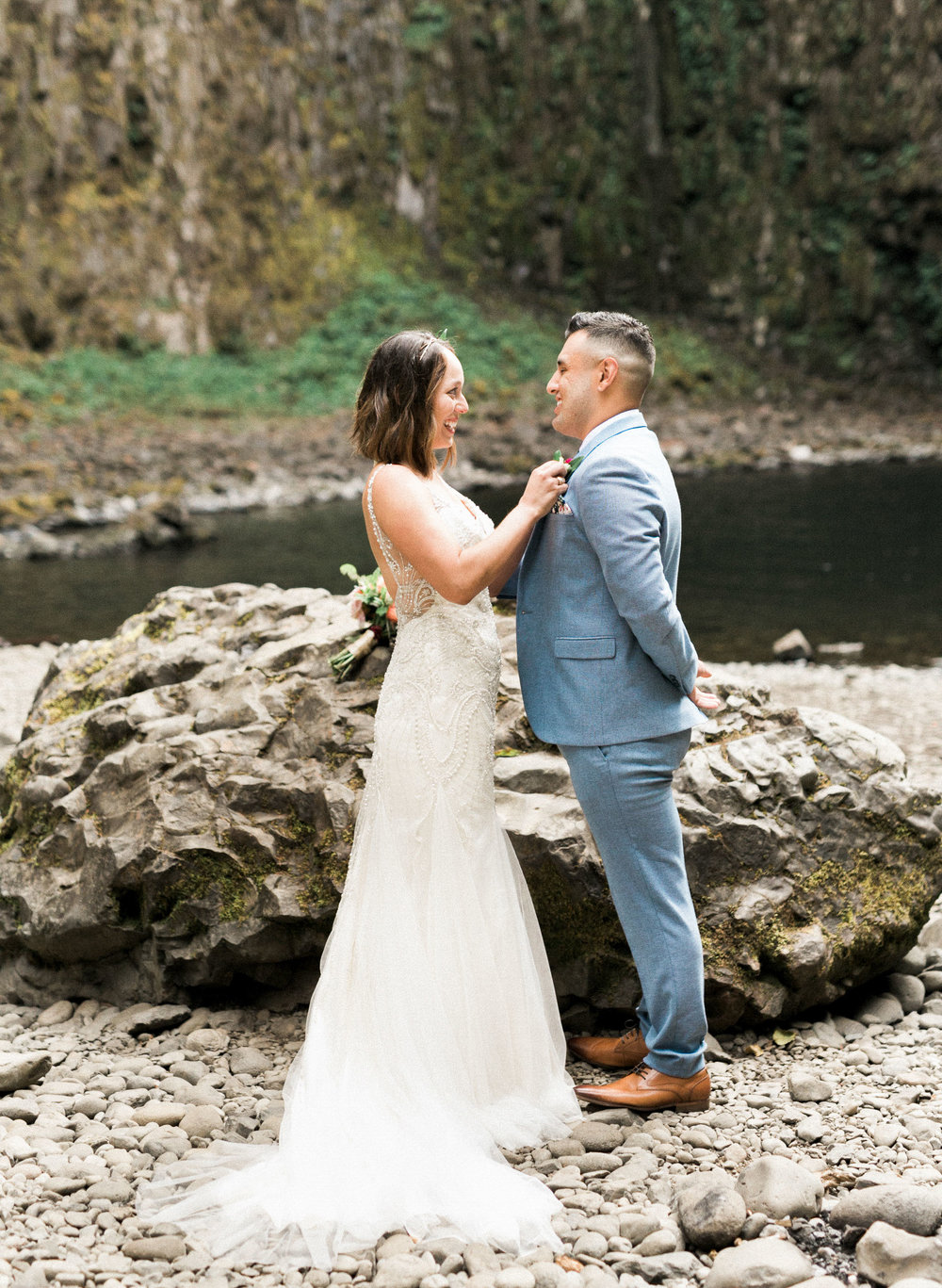 abiqua_falls_elopement_wedding_oregon_photographer_videographer_055.jpg