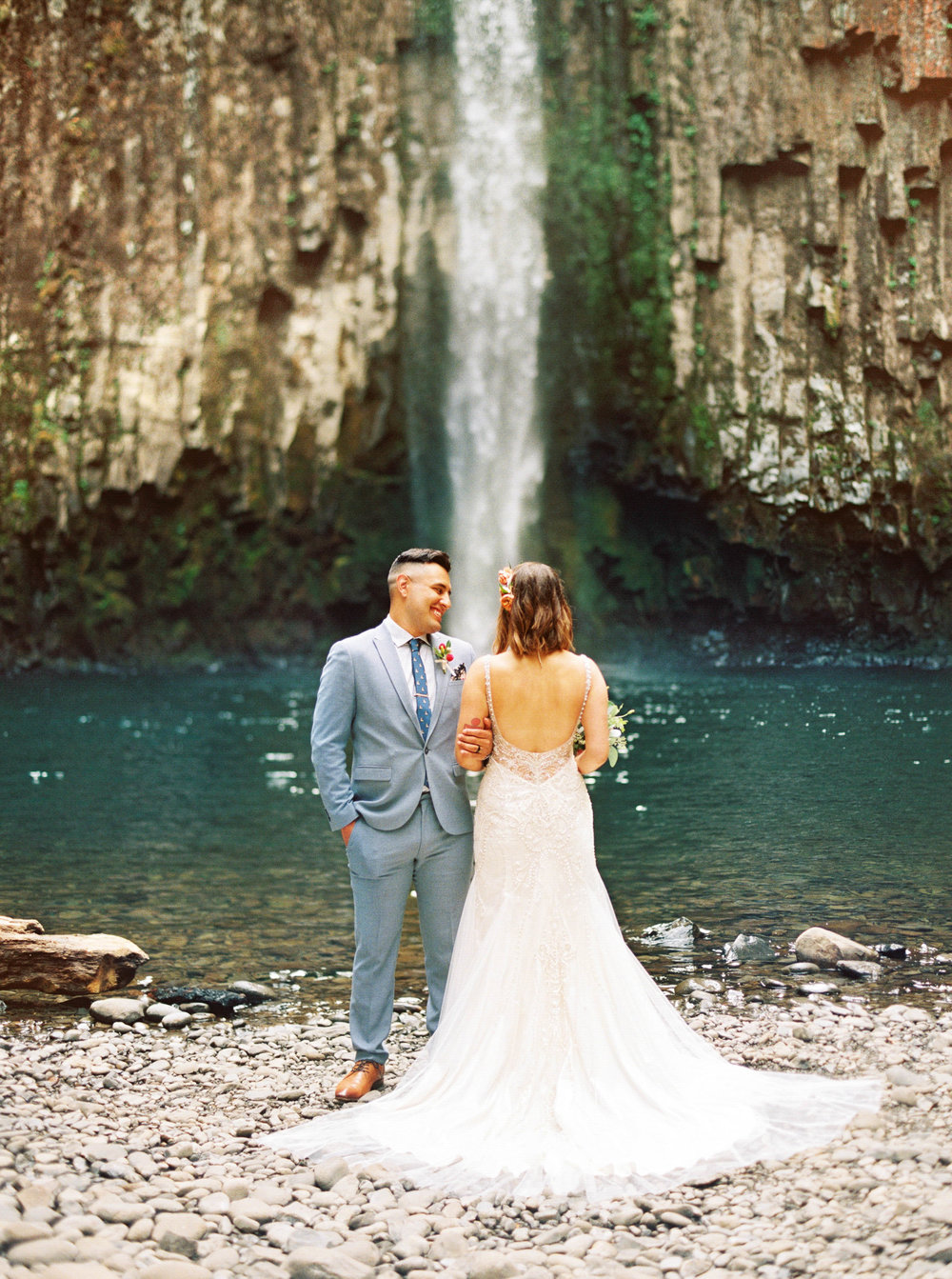abiqua_falls_elopement_wedding_oregon_photographer_videographer_085.jpg