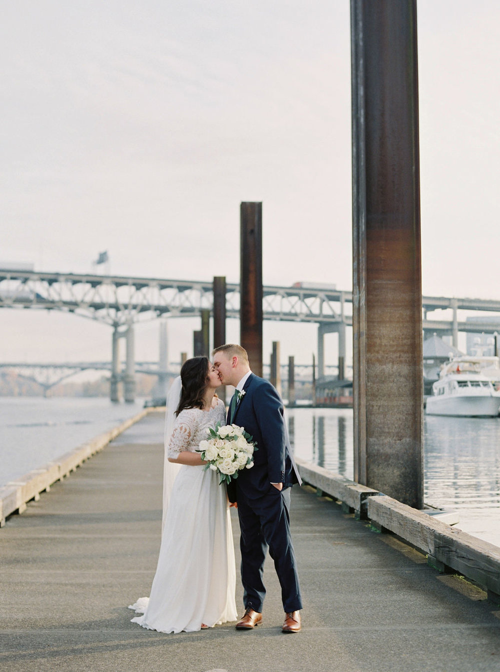063portland,oregon,castaway,wedding,by_outlive_creative,photo,and,video.jpg