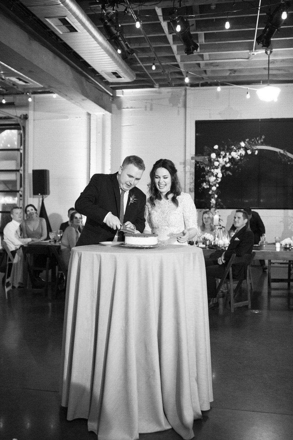 044_reception_portland,oregon,castaway,wedding,by_outlive_creative,photo,and,video.jpg