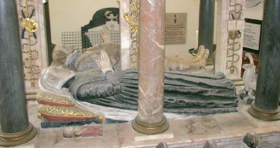 Partial view of the Knollys monument in Rotherfield Greys church.  The infant effigy, in red robes, is just visible next to the 2nd and 3rd female weeper lying next to her mother.