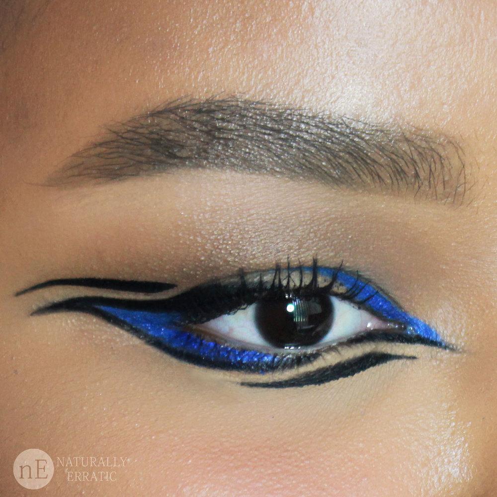 Blue-eyeliner-makeup.jpg