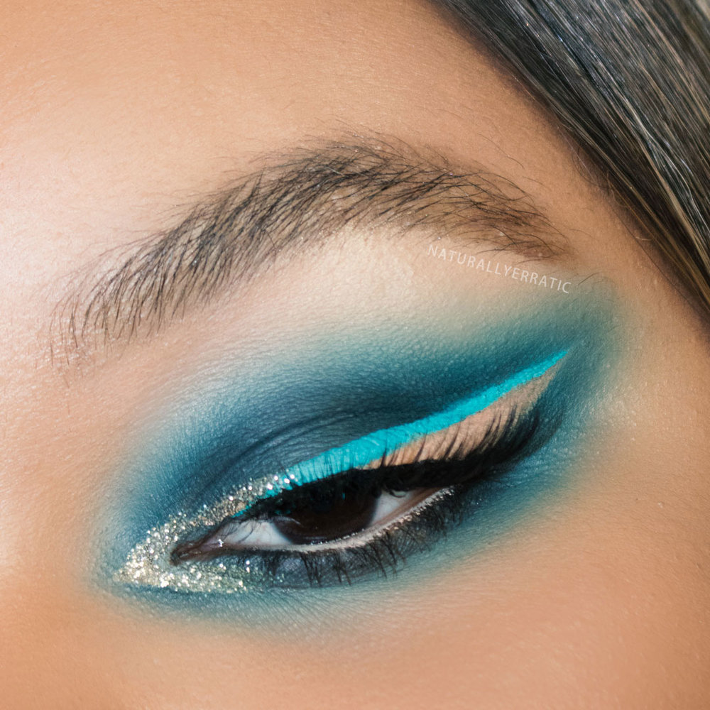 blue-glitter-festival-makeup