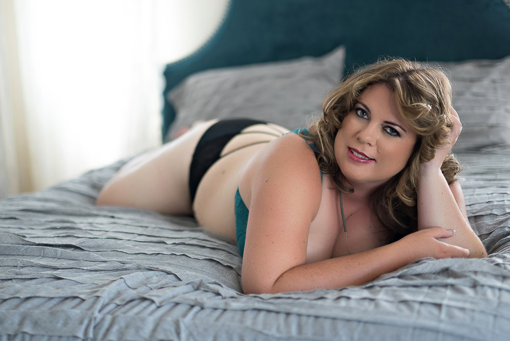 Curvy woman boudoir photographer