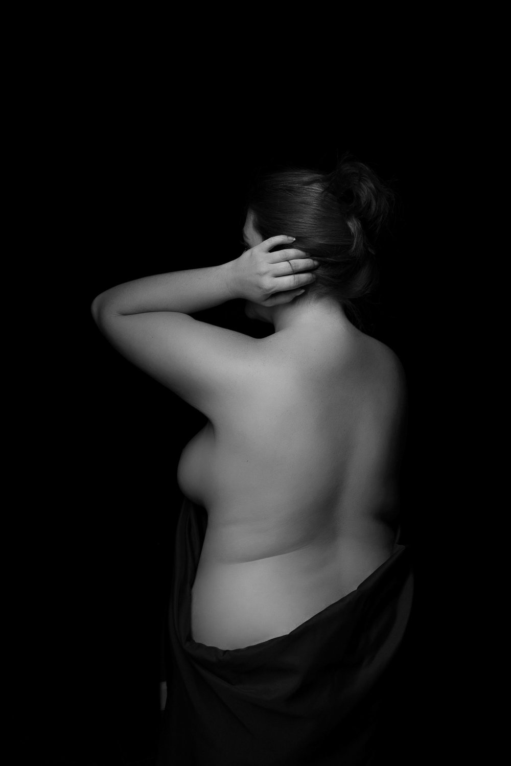 black and white bodyscape photo of curvy woman