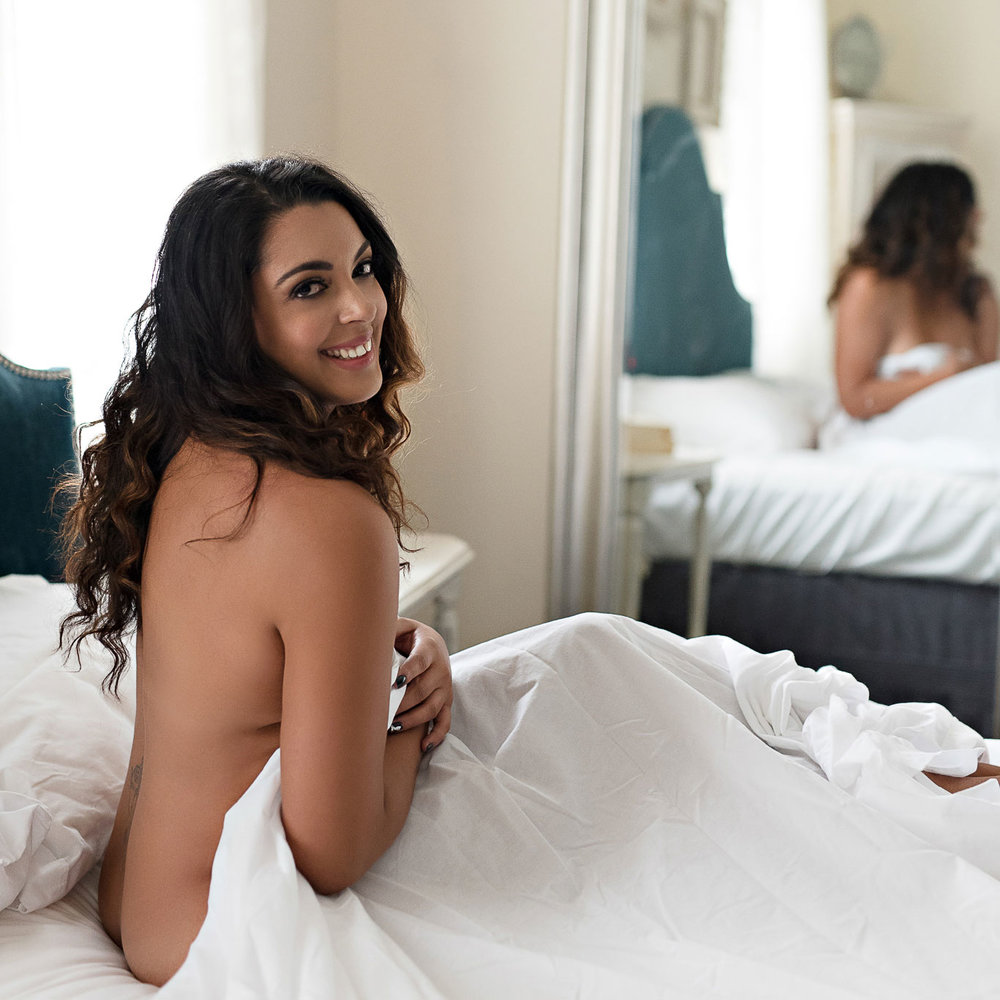boudoir-photographer-denver-white-sheets-smile.jpg