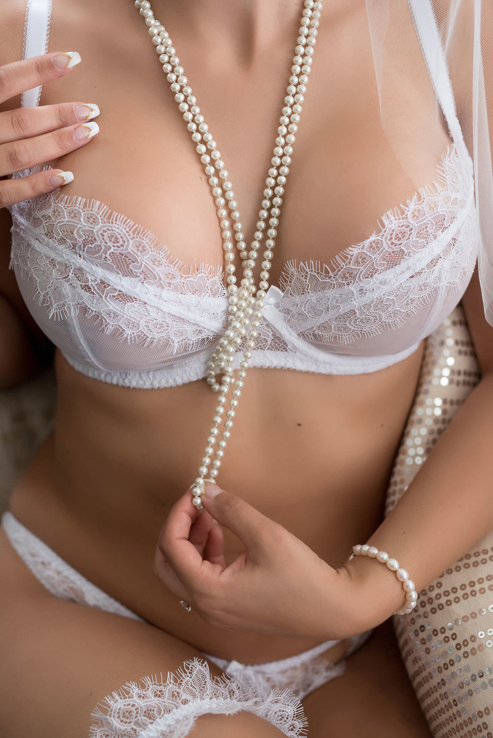 Wedding lingerie with veil & pearls