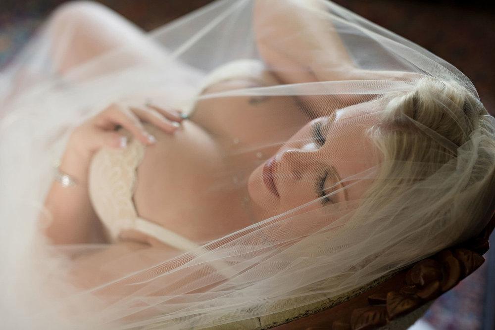 Bride-boudoir-veil-photo.jpg