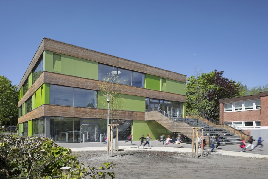 Ostfassade des Entrée-Gebäudes der Grundschule Max-Eichholz-Ring © Werner Huthmacher
