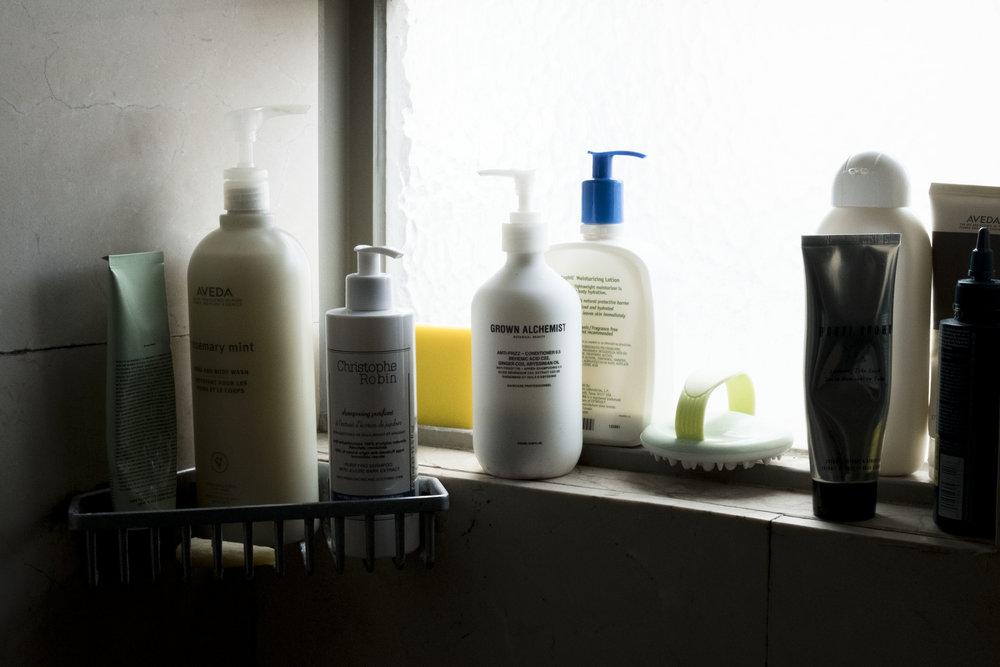 連在洗澡間也要測試一下  自從之前莫名禿頭之後,對於洗髮都不敢馬乎,還有因為皮膚不是很好,洗澡洗臉也都不能馬乎啊!