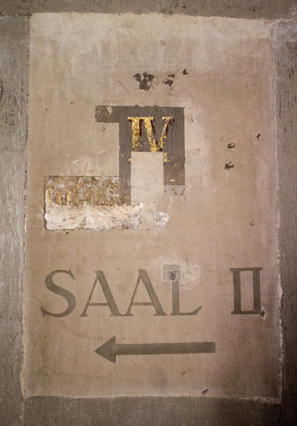 Vestige of the 19th century wayfinding scheme in the Neues Museum, Berlin