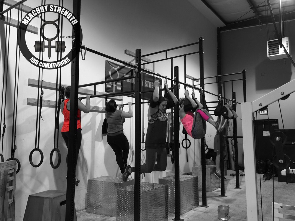 Some of the 09:30 crew getting in some Tabata pull-ups and knees to elbows.