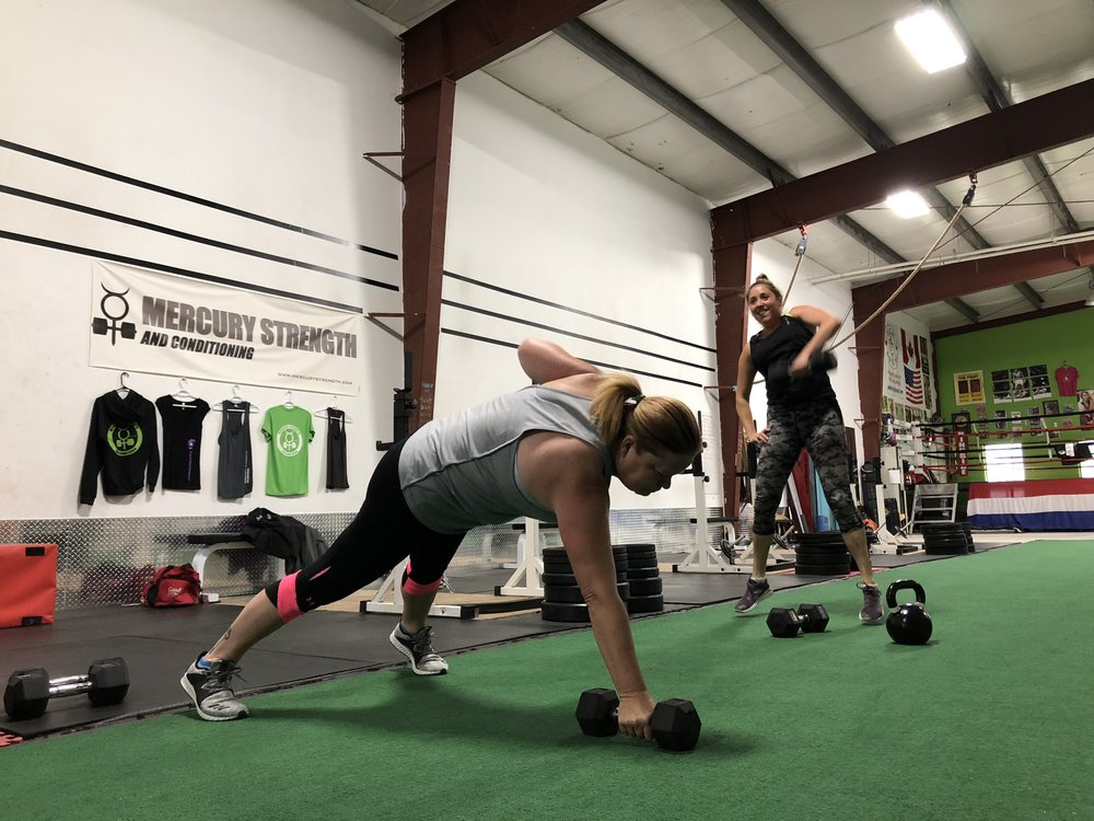 Gym-powerlifting-Olympic lifting-fitness-personal training-training-bootcamp-crossfit-kingston-kingston gym-kids-mercury-strength-conditioning-athlete-dumbbell-Hang Power Snatch-Renegade Row