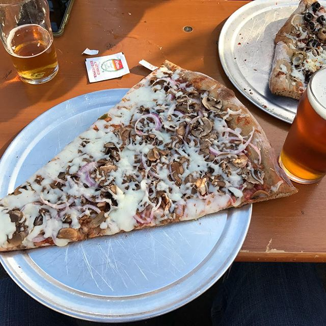 Finally dragged my ass to Frothy Beard for some beers and Zombie Bob's Pizza. Pint glass for scale. This was some seriously big and tasty Za. The beer was solid and I really enjoyed Frothy's brew artwork. Cheers. •=•=•=•=•=•=•=•=•=•=•=•=•=•=•=•=•=•=•=• #entryproofblog #charleston #chs #chsbeer #charlestonsc #chsdrinks #beerblogger #charlestonblogger #scbeer #drinklocal @frothybeardbrewing @zombiebobspizza #frothybeard #zombiebobspizza #pizza #giantpizza #giantpizzaslice #draftbeer #delicious #westashleysc #frothybeardbrewing #beerandpizza #pizzaandbeer