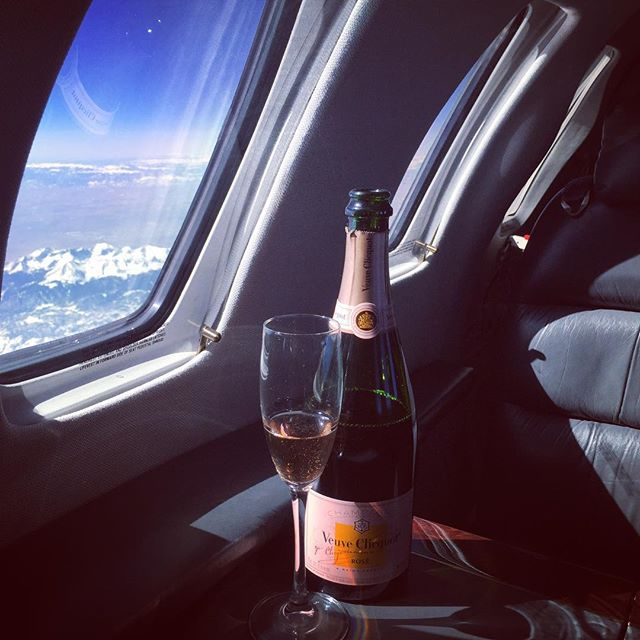 Snow capped mountain views and bubbles. Cheers! #fridayfun #aspen #champagne #rose #milehigh #dreamy #winetime #winelover #instawine