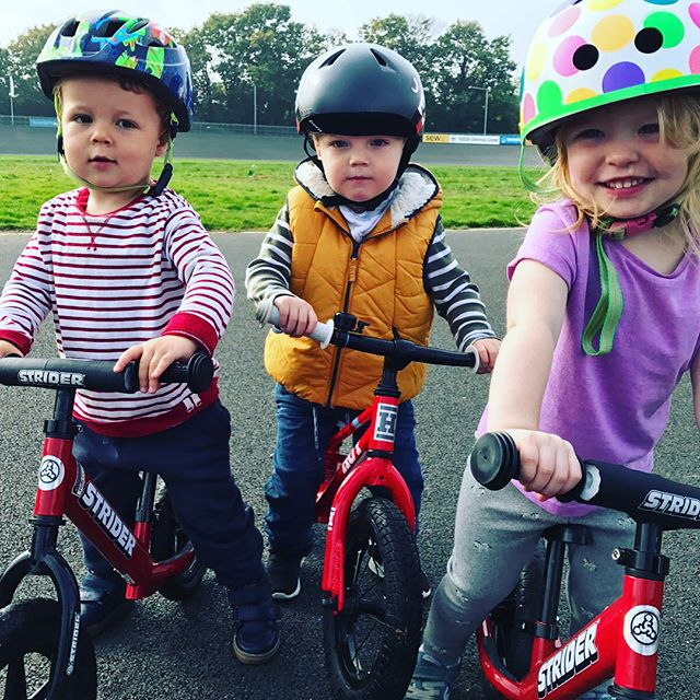 We had a brilliant morning @hernehillvelodrome 🚴 Every Tuesday morning, 9-10:30 toddlers can have fun on balance bikes whizzing around different tracks and building up their skills. (Or sitting on their bums chatting about snacks like ours did for most of the session!). There are coaches on hand with tips and bikes and helmets to borrow. Really great if you have a toddler and also a baby as you can easily wheel a pram on the track too. Fun morning had by all! #maternityleavelife #balancebike #cycling #toddlerfun #toddleractivity #hernehill #hernehillvelodrome #dulwich #exerciseforkids #outdoor