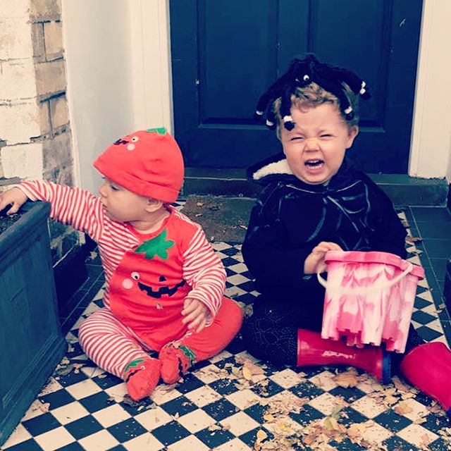 Fun times for Halloween 🎃 😭🎃 Thankfully the day got better the later it went on! #maternityleavelife #halloween #fancydress #kidshalloween #trickortreat #streetparty #eastdulwich #endofbritishsummertime