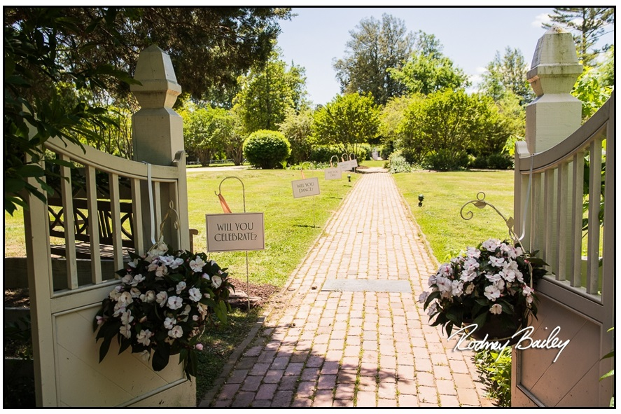 035__5-3-17-Woodlawn-and-Frank-Lloyd-Wrights-Pope-Leighey-house-weddings-rodney-bailey-photography-Alexandria-Virginia.jpg