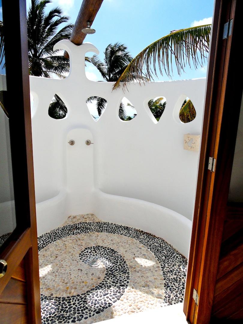 baño xcalak.jpg