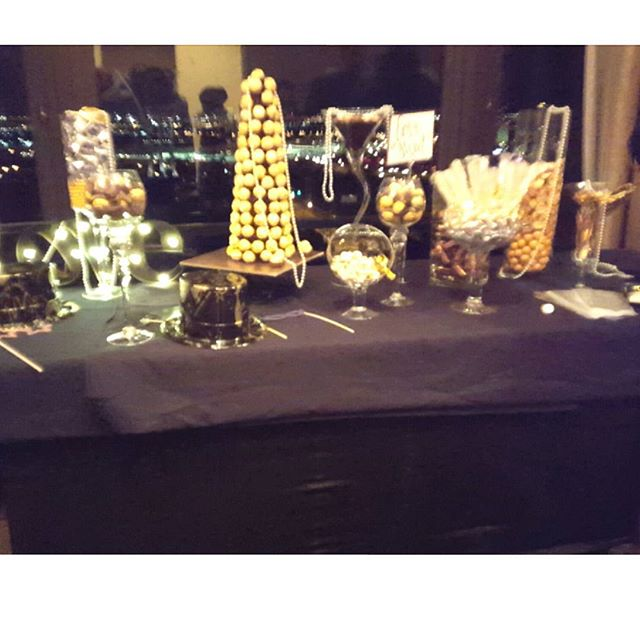 #candybar #gatsby #wedding #eventplanner #flower #decor #arrangements #nye #cateringmadesimple #icaterevents #icatermenu
