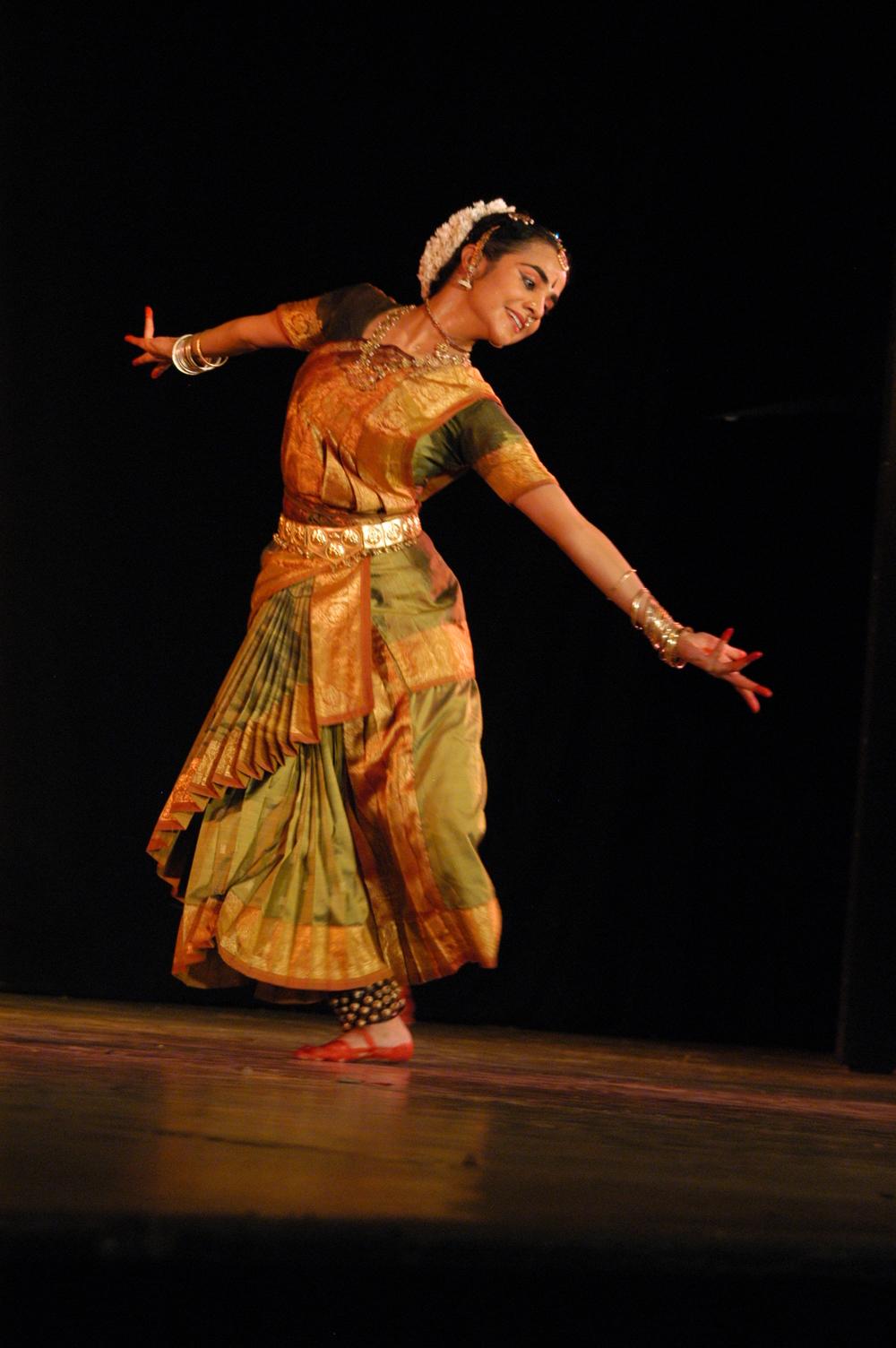 Solo Bharatanatyam at Bharat Kalachar, 2005 | Photo: Chella Vaidyanathan