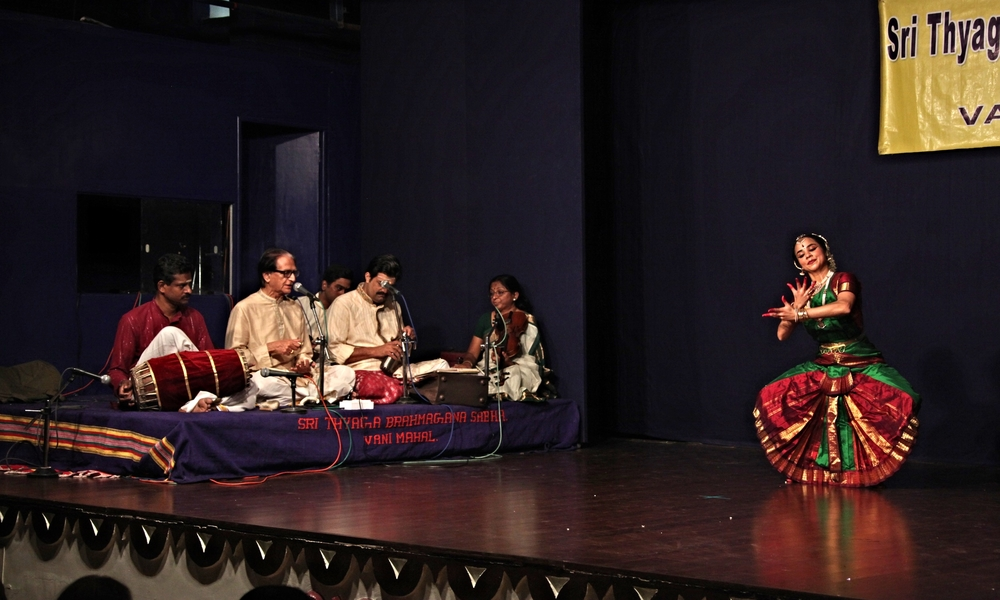 Solo Bharatanatyam with live orchestra conducted by Sri C.V. Chandrasekhar | Sri Thaga Brahma Gana Sabha, Chennai, 2013 | Photo: Chella Vaidyanathan