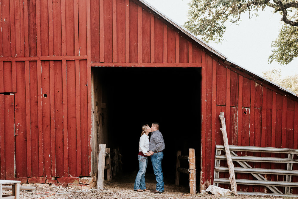 Engagement Photography_Round Rock Texas _Austin Texas_Pflugerville Texas_Emily Ingalls Photography-2.jpg
