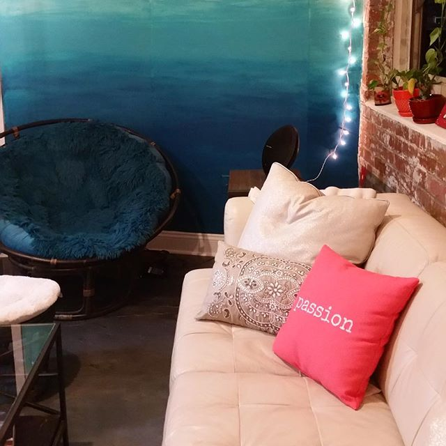 @cidneyalexis created a beautiful sea-inspired apartment with her coral passion pillow and gradient accent wall. #solacespace #apartmentdecor #coral ⠀ . ⠀ .⠀ . ⠀ . ⠀ . ⠀ . ⠀ #popofcolor #shadesofblue #homedecor #homedecorideas #passion #throwpillows #customthrowpillows #livingroomdecor #bedroomdecor #accentwall