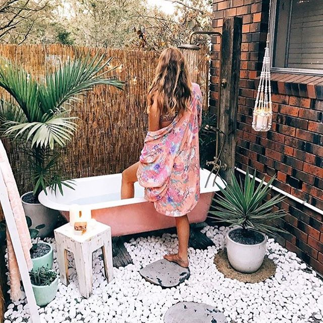 Garden goals? Yes, absolutely, yes. 🌱/ @lucyinthesskyy . . . . .  #goodvibes #gardengoals #backyardfun #backyardgarden #homedecor #getcomfy #minimalism #plantgang #homesweethome #homeinspo #homedesign #outdoorspace #millenialliving