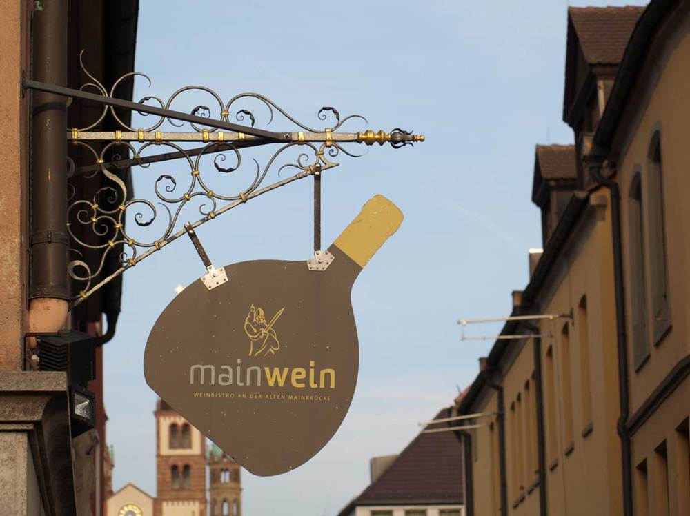 Follow the Bocksbeutel to find the wine. Here the wine-bistro  mainWein  at the Old Main Bridge