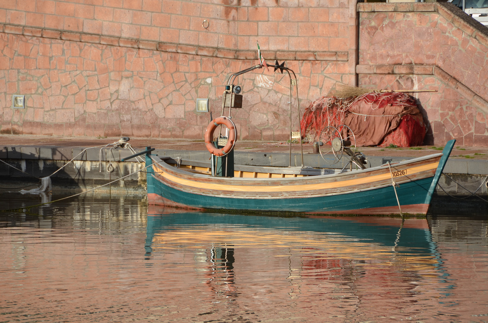 fishing-boat-at-bosa - © ezioman.jpg