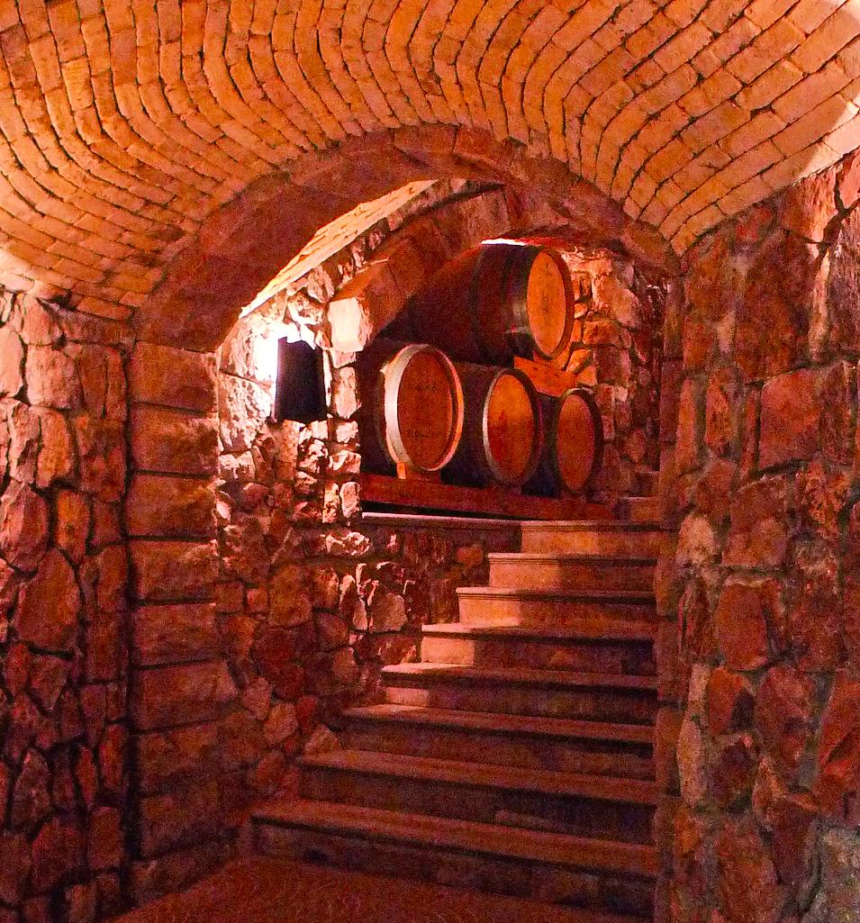 Sellamosca wine cellar  © Ezioman
